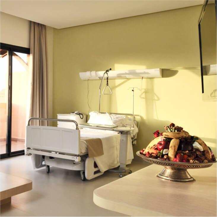 Chambre de la clinique ensoleillée